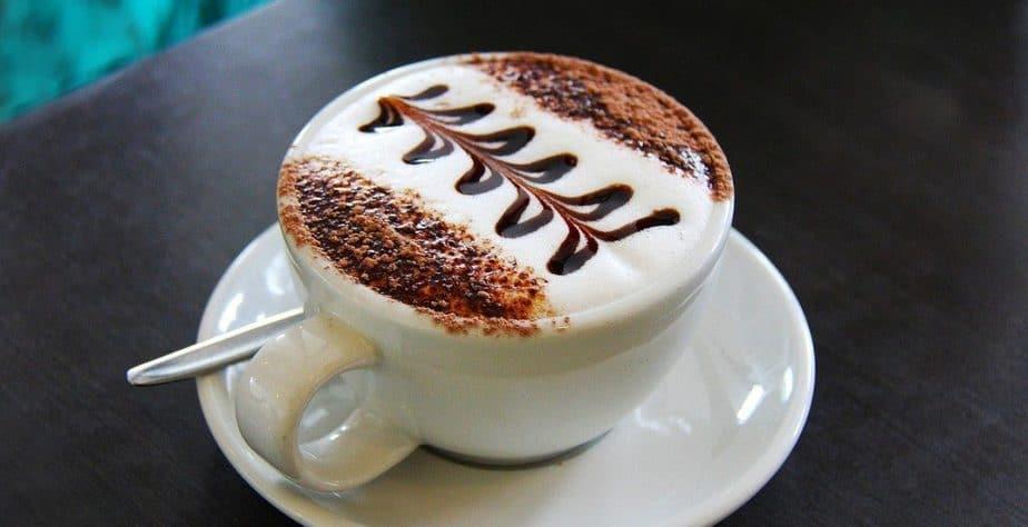 طريقة عمل القهوة بللبن